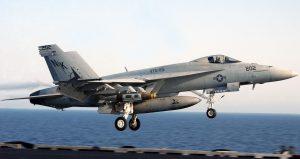 F-18E_landing_06-10304cr
